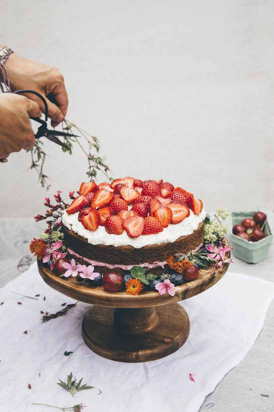Healthy Birthday Cakes: Midsummer Berry cake from Nourish Atelier | The Health Sessions