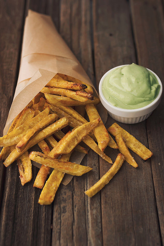 Healthy Burgers & Fries: Baked Plantain Fries with Garlic Avocado Dip from Tasty Yummies | The Health Sessions