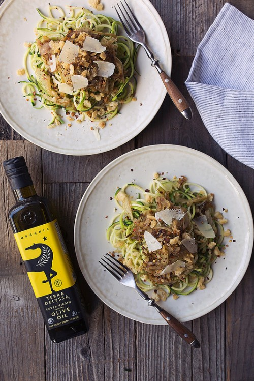 How to Enjoy More Spring Veggies Every Day: Zucchini Noodles with Caramelized Fennel and Spicy Sourdough Bread Crumbs from Tasty Yummies | The Health Sessions
