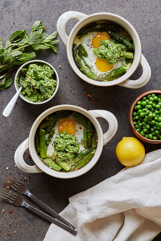 10 Healthy Egg Breakfasts: Baked Eggs with Asparagus and Lemony Pea Pesto | The Health Sessions