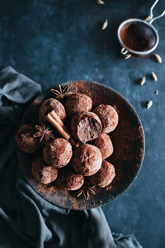 Healthy Chocolate Recipes: Chai-Infused Chocolate Truffles from The Awesome Green | The Health Sessions