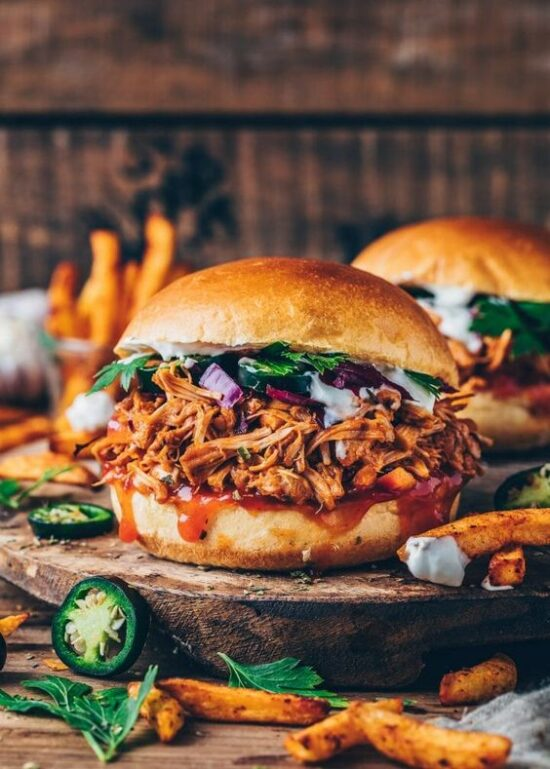 Healthier Fast Food: BBQ Jackfruit 'Pulled Pork' Burger from Bianca Zapatka | The Health Sessions