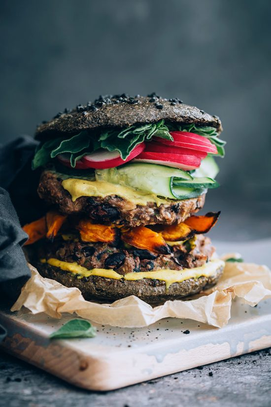 Smart Food Combinations: Black Bean Quinoa Burger from The Awesome Green | The Health Sessions