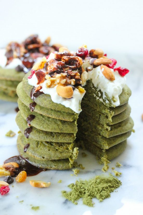 Healthy Pancakes: Matcha Green Tea Protein Pancakes via The Nutty Scoop | The Health Sessions