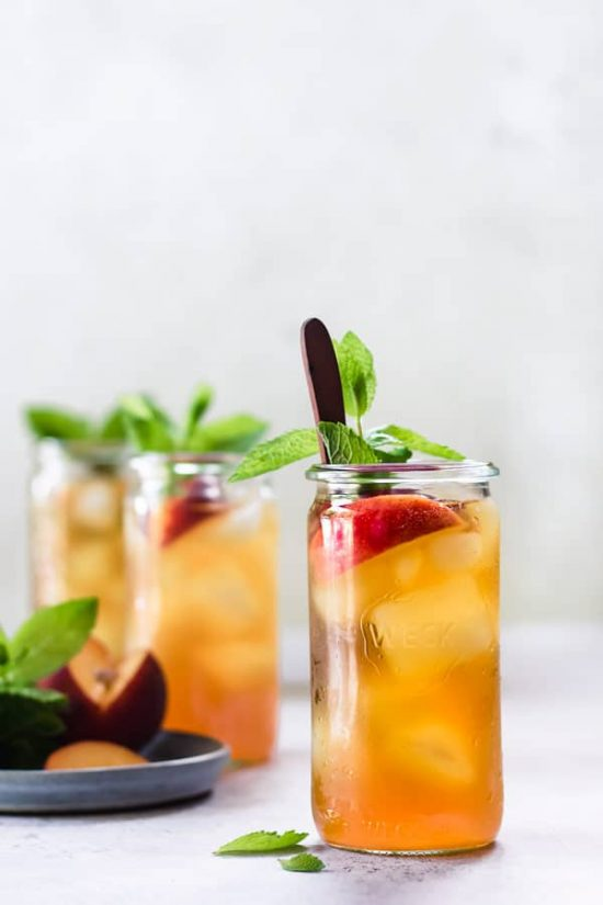 10 Healthy Homemade Iced Teas: Cold Brew Peach Iced Tea from Choosing Chia | The Health Sessions