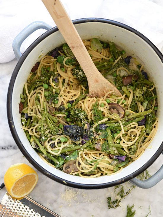 One Pot Dinners: One Pot Skinny Pasta Primavera from Foodiecrush.com | The Health Sessions