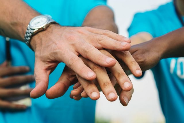44 Not-So-Random Acts of Kindness Anyone Can Do to Spread a Little Love   The Health Sessions