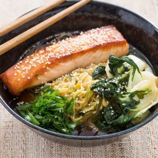 10 Surprising Ways to Eat Sea Vegetables: Pan-Roasted Salmon with Spicy Miso Broth from Blue Apron | The Health Sessions