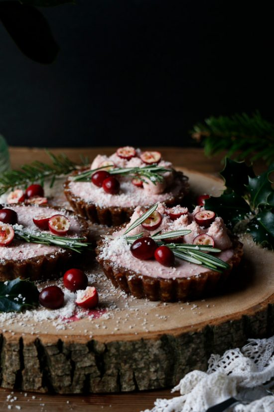 Healthy Holiday Desserts: Raw Gingerbread Cranberry Christmas Tarts from Nirvana Cakery | The Health Sessions