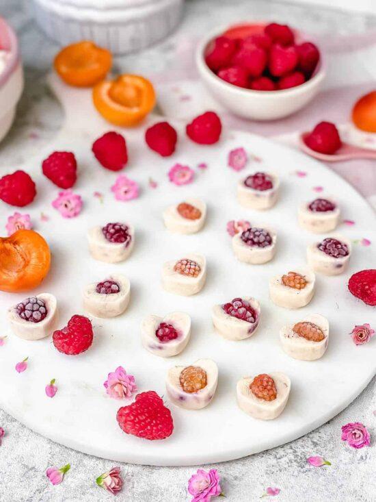 Healthy Frozen Yogurt: Frozen Yogurt Mini Hearts from The Yummy Bowl | The Health Sessions