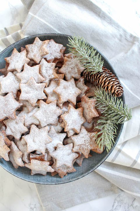 12 Better-For-You Christmas Treats: Healthy Almond and Cinnamon Christmas Stars from Heavenlynn Healthy | The Health Sessions