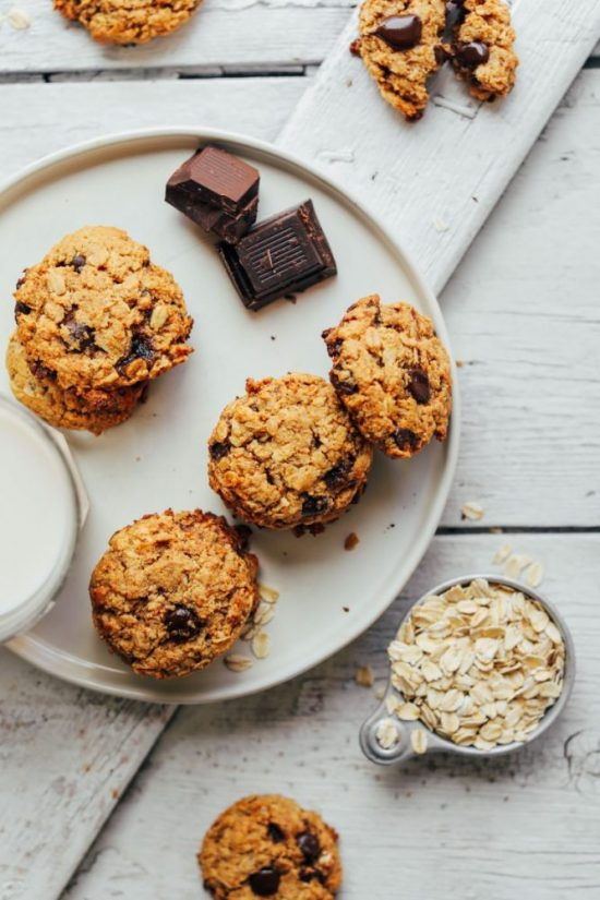 Healthy Cookies: Gluten-Free Oatmeal Chocolate Chip Cookies from Minimalist Baker | The Health Sessions