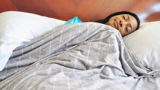 A Fresh Take on Sleep Restlessness: How a Weighted Blanket Could Soothe Your Racing Mind | The Health Sessions