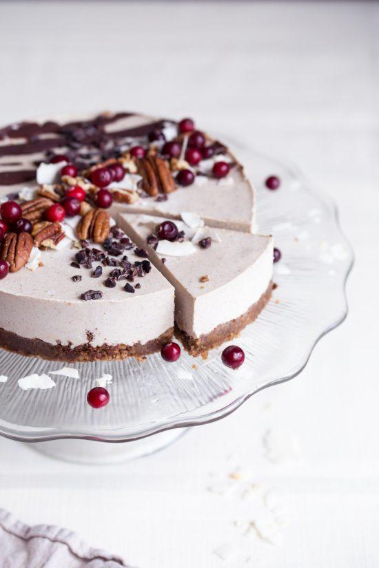 12 Better-for-You Christmas Treats: Raw vegan gingerbread cake from Tuulia | The Health Sessions