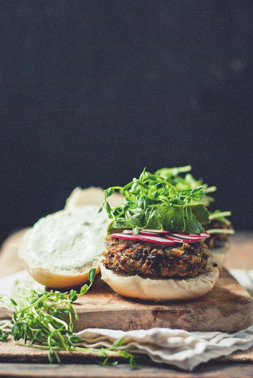 Healthy Burgers & Fries: Black Rice and Mushroom Burger with Cucumber Garlic Yoghurt from The Gouda Life | The Health Sessions
