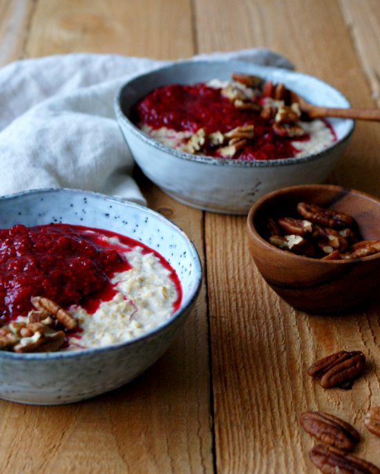 Recipes for Recovery: Warm Winter Porridge with Raspberry Sauce from ZonderZooi | The Health Sessions